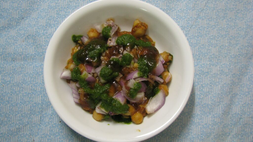 how to make aloo chole chaat